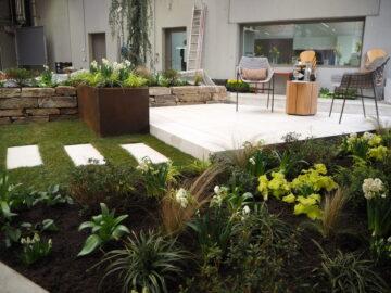 Lukas: Der formale Garten wird in die Schräge gelegt.