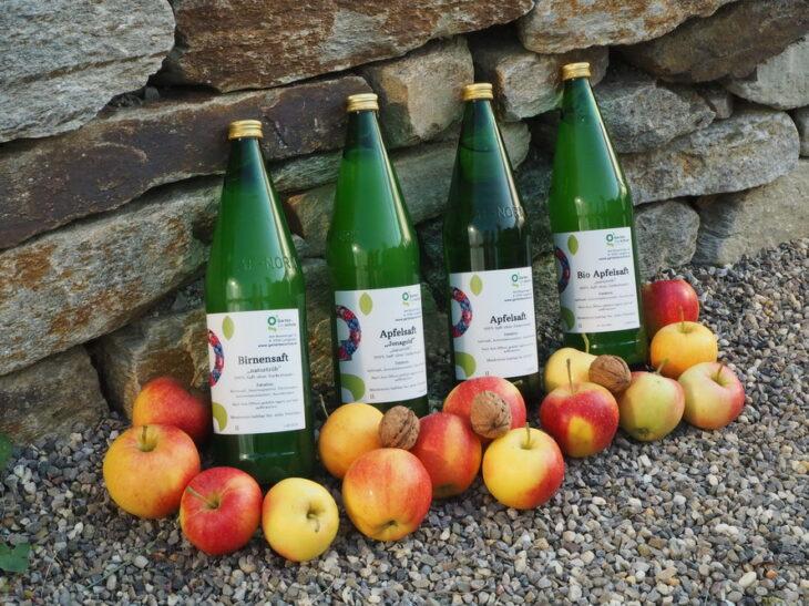 Hauseigene Obstprodukte und frisches Obst je nach Saison