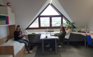 Lernen und relaxen im Zimmer